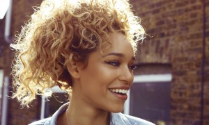 Izzy Bizu – Moments of Madness