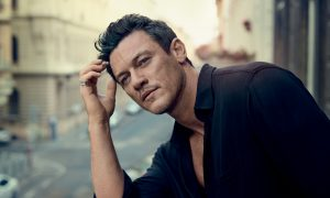 "Luke Evans erste Single ""Love Is A Battlefield"""