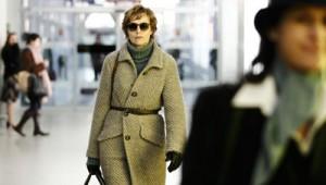 Katrin Evensen (Juliane Köhler) fliegt von Norwegen nach Deutschland um ihre wahre Identität zu vertuschen.  Copyright: (c) 2012, Tom Trambow