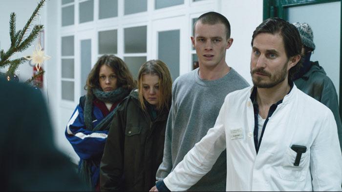 Dr. Wolff stellt sich vor seine jungen Patienten