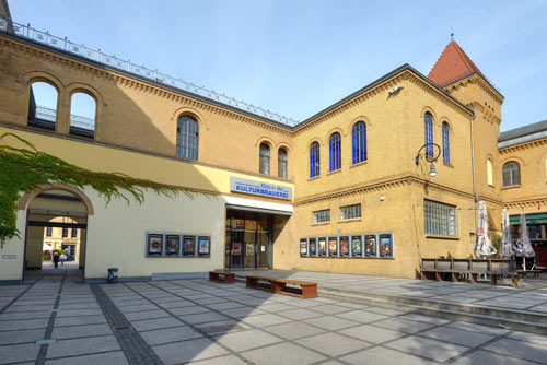 Kino-in-der-KulturBrauerei---Au+ƒenansicht-stra+ƒenseitig