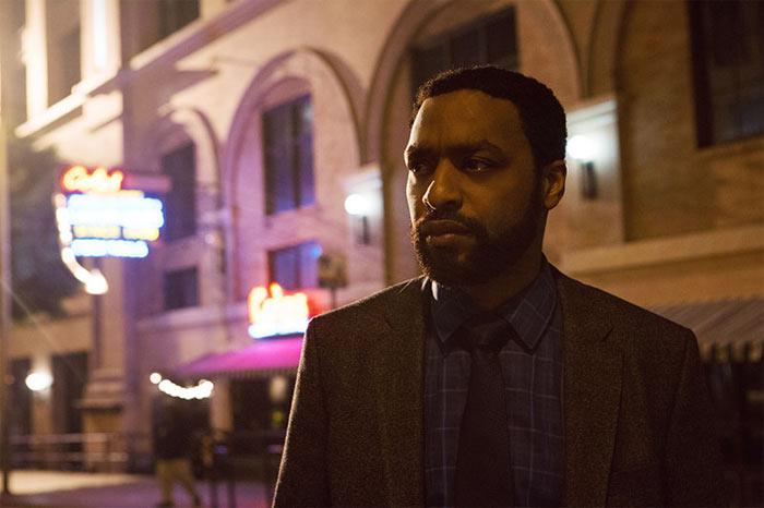 Ray (Chiwetel Ejiofor)will um jeden Preis, den Täter hinter Gittern bringen.