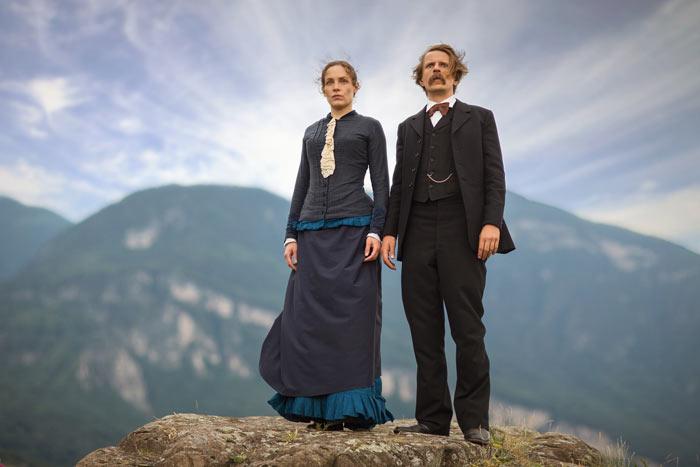 Lou Andreas-Salomé (Katharina Lorenz) und Friedrich Nietzsche (Alexander Scheer) diskutieren verschiedene Lebenskonzepte und Vorstellungen.