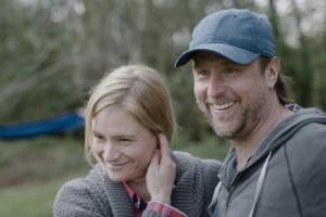 Astrid (Julia Jentsch) und ihr Mann Markus (Bjarne Mädel) stehen mit beiden Beinen fest im Leben und freuen sich auf ihr zweites Kind. © Neue Visionen Filmverleih