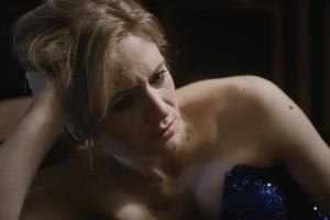 Auf der Bühne sagt sie immer, man muss zu seiner Haltung stehen: die erfolgreiche Kabarettistin Astrid (Julia Jentsch) ringt mit ihrem Gewissen. © Neue Visionen Filmverleih