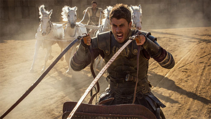 Messala treibt die Pferde an. Foto Paramount
