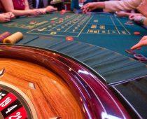 Einen Pokerraum für die eigenen vier Wände mit der passenden Inneneinrichtung