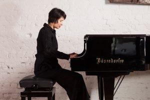 Intuitive Fotografie - Philippe Ramakers Kimiko Ishizaka, Pianist. Black and white headshot. Kimiko Ishizaka, Pianist. Black and