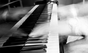 "Musikvideo ""kaschmir"" – Komponist und Pianist Tom Blankenberg"
