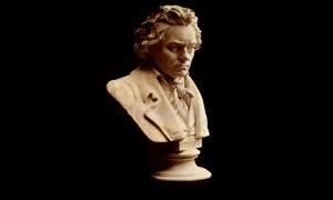 PARALLELS: Christian Löffler interpretiert Beethoven