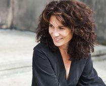 "Ada Morghe covert den Song ""IVY"" von Frank Ocean"